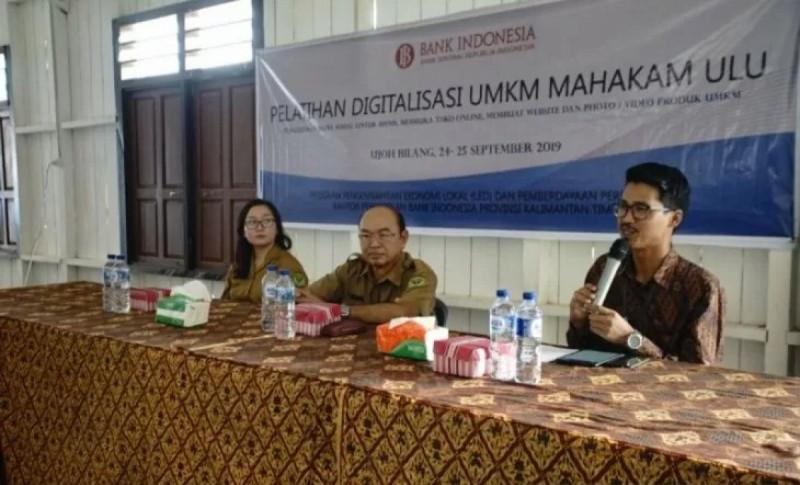 Wahyu Baskara Santoso dalam Pelatihan Digitalisasi UMKM di Ujoh Bilang, Rabu (25/9/19). (Foto : HO-Bank Indonesia Kalimantan Timur)