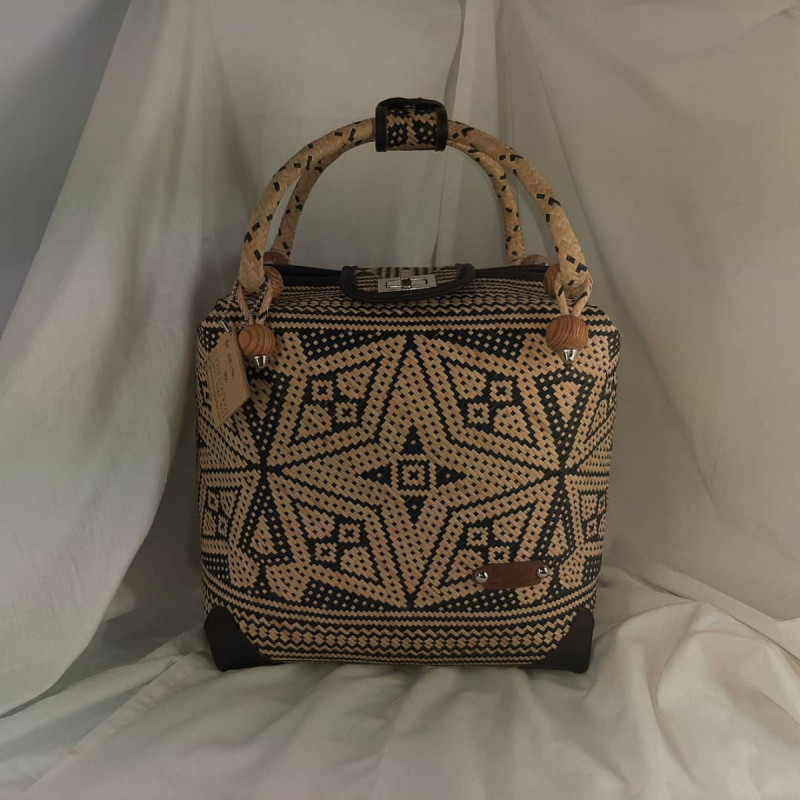 Salah satu produk tas rotan Ethnic Belanyat Wai. (Foto: Instagram/belanyatwai)