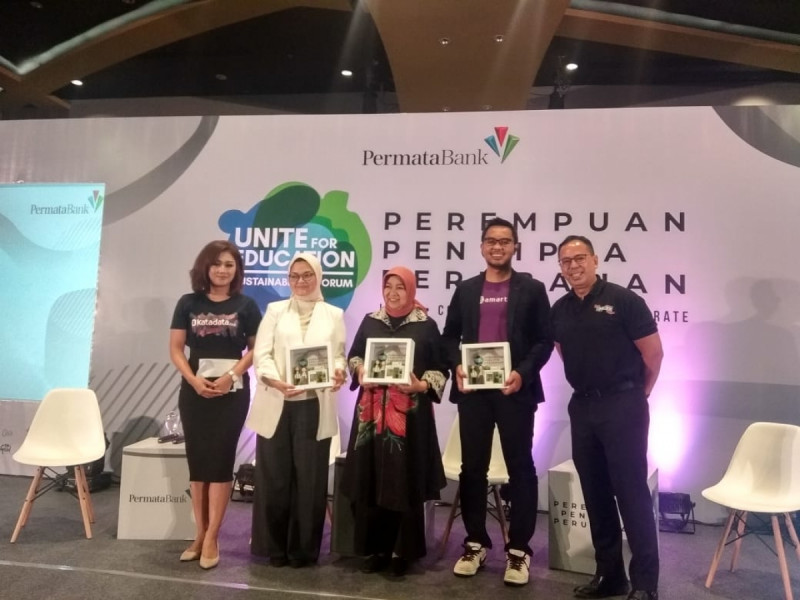 "Permatabank mengadakan Unite for Education Sustainability Forum 2019 yang bertajuk ""Perempuan Pencipta Perubahan"" di Gandaria City Hall, Jakarta, Kamis (7/11/19). (Foto: MNEWS)"