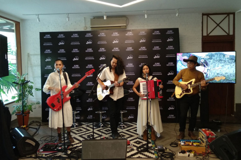Tashoora saat perilisan album Hamba Jaring Cahaya, Hamba Bela Gelapnya (Foto: Shindu)