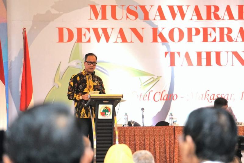 Menteri Perindustrian Agus Gumiwang Kartasasmita saat menghadiri Musyawarah Nasional Dewan Koperasi Indonesia di Makassar. (Foto : Kementerian Perindustrian)