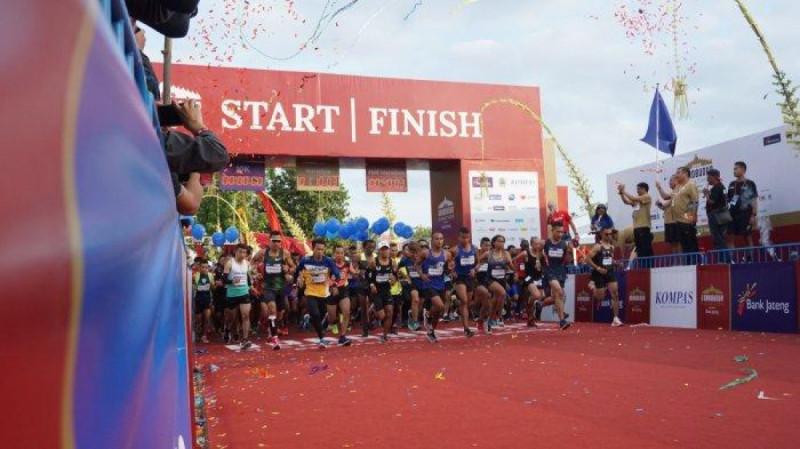 Peserta Borobudur Marathon 2019 di garis start dan finish, Minggu (17/11/19). (Foto:Faizal M Affan)