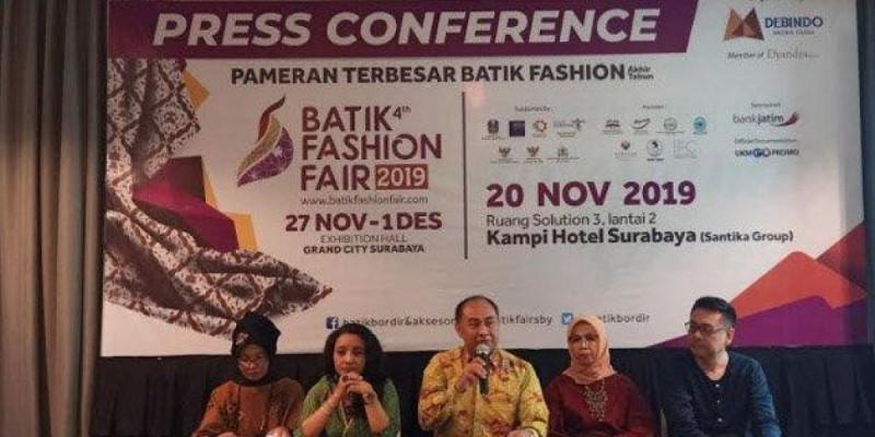 Budiono selaku Direktur Operasional PT Debindo Mitra Tama saat hadir di acara press conference Batik Fashion Fair 2019 di Hotel Kampi Surabaya, Rabu (20/11/19). (Foto: Fikri Firmansyah)