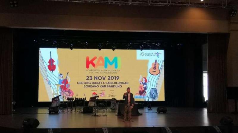 Ridwan Kamil saat membuka Konferensi Musik Indonesia (KAMI) 2019 yang digelar di Gedong Budaya Sabilulungan, Soreang, Kabupaten Bandung, Sabtu (23/11/19). (Foto: Detik)