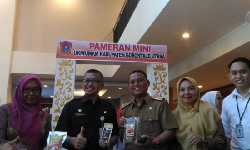 Wakil Bupati Gorontalo Utara, Thariq Modanggu (tiga dari kiri), hadir pada kegiatan pameran mini UKM/UMKM. (Foto: Antaranews)