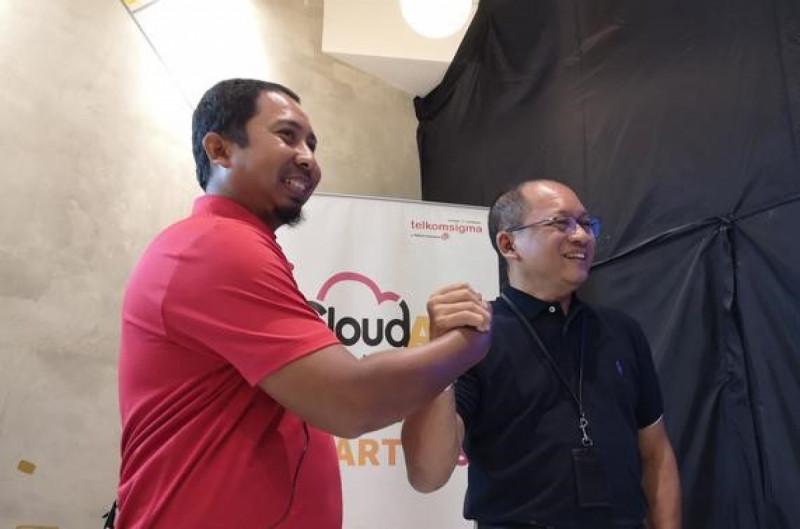 VP Cloud Development & Solution Telkomsigma, Arif Rosy (kiri) ; dan CEO Telkomsigma, Sihmirmo Adi (kanan). (Foto: Agustinus Mario Damar)