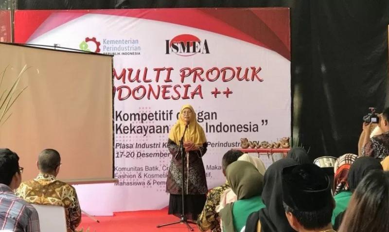Ketua Umum ISMEA Endang Rudiatin saat memberi sambutan pada 'Gelar Multiproduk Asli Indonesia' di Jakarta, Selasa(17/12/19). (Foto : Sella Panduarsa Gareta)