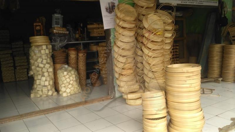 Produk Kerajinan Bambu Cigadog. (Foto: Ayotasik.com)