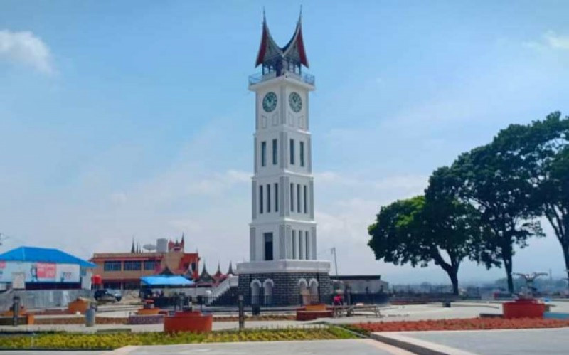 Wisata Pedestrian Jam Gadang di Bukittinggi, Sumatera Barat. (Foto: Radio Republik Indonesia)
