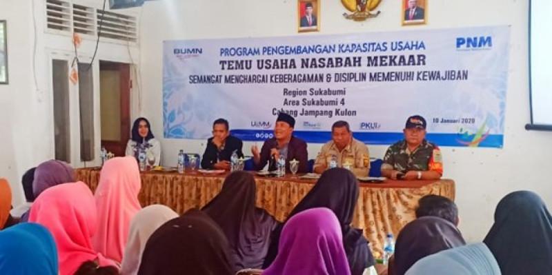 Sosialisasi pengembangan usaha dari PNM Cabang Jampang Kulon Regional Sukabumi, di aula kantor Kecamatan Surade, Kabupaten Sukabumi. (Foto:Ragil Gilang)