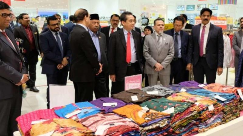 Menteri Perdagangan Agus Suparmanto saat mengunjungi Lulu Supermarket, Abu Dhabi, Uni Emirat Arab. (Foto: Dok. Kemendag)