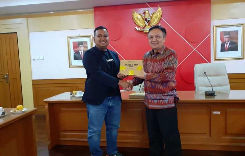 Direktur Utama Santara, Avesena Reza, bersama Pelaksana tugas (Plt) Deputi Bidang Pembiayaan Kemenkop UKM, RS Hanung Harimba Rachman, di Jakarta, Senin (20/1/20). (Foto: Beritasatu)