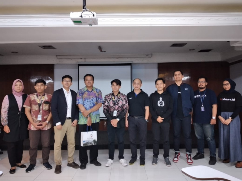 Sesi Foto Bersama Sahabat UMKM dengan beberapa partnership dalam kegiatan One Day Training Jakarta, Sabtu, (29/2/20). (Foto: MNEWS)
