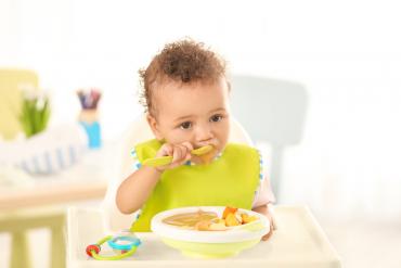 ฝึกลูกกินอาหารเอง