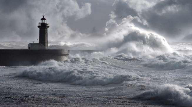 Ilustrasi badai. (Shutterstock)