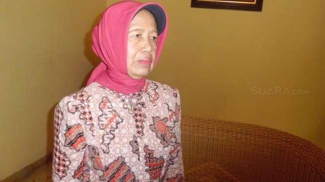 Ibunda Presiden Jokowi, Sujiatmi Notomiharjo, Selasa (14/7/2015). [Labib Zamani/Suara.com]