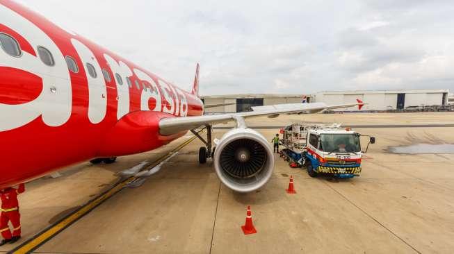 AirAsia mengambil alih bisnis Gojek di Thailand dan menukarnya dengan saham senilai Rp 726,1 miliar. Foto: Maskapai penerbangan AirAsia. [shutterstock]