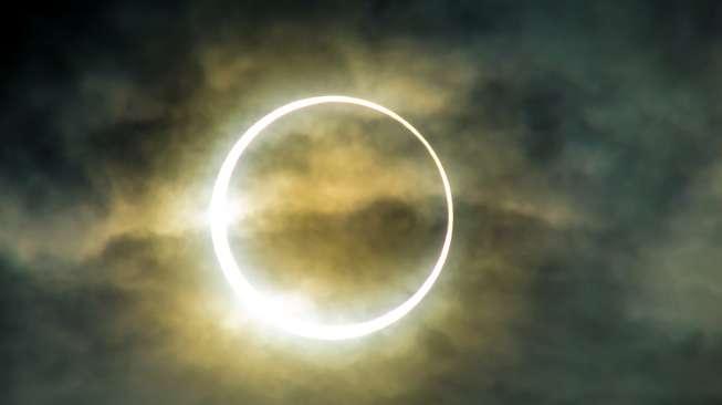 Ilustrasi Gerhana Matahari Cincin. (shutterstock)