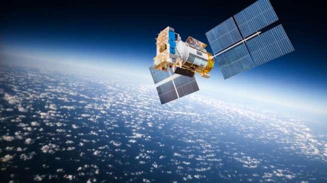 Ilustrasi satelit yang berada di orbit bumi. (shutterstock)