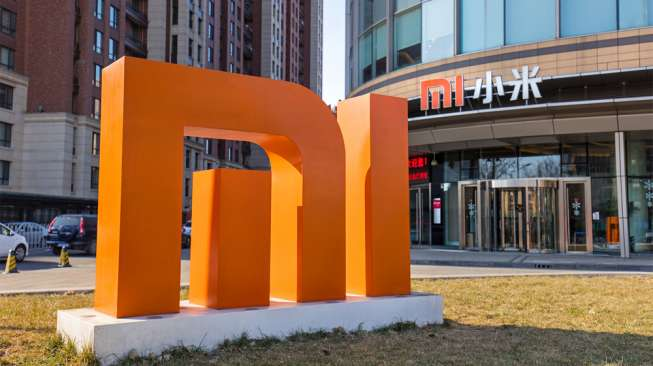 Xiaomi berencana memproduksi mobil listrik. Foto: Logo Xiaomi. [Shutterstock]