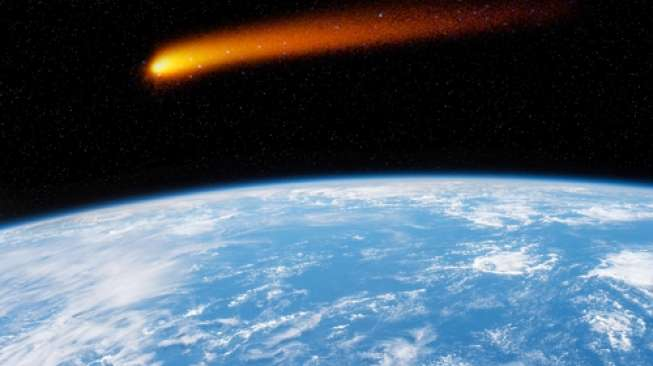 Ilustrasi komet mendekati Bumi (Shutterstock).