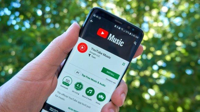 Ilustrasi aplikasi YouTube Music di ponsel pintar. [Shutterstock]