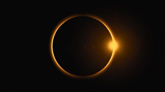 Warga Jakarta tak akan bisa menikmati gerhana matahari cincin 21 Juni 2020 nanti. Foto ilustrasi gerhana matahari cincin. [Shutterstock]