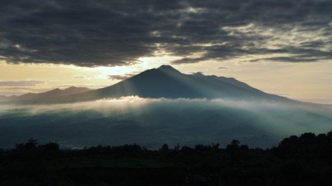 Gunung Salak di Kabupaten Bogor, Jawa Barat. [Shutterstock]