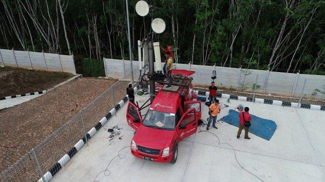 Salah satu mobile BTS Telkomsel di Tol Trans Sumatera. [Dok Telkomsel]