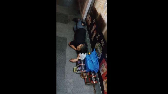 Kisah bocah penjual parfum. [Facebook/@Mohd Najid]
