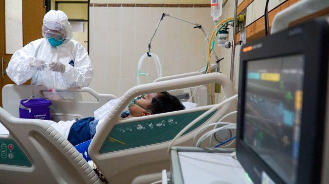 Simulasi penangan Virus Corona di RS Margono Soekardjo Purwokerto pada Senin (3/2/2020). [Suara.com/Anang Firmansyah]