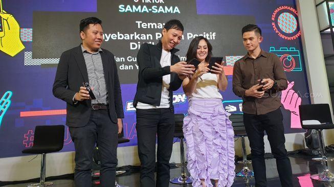 """Talkshow TikTok bertajuk """"Sama-Sama Beda"""" di Jakarta, Sabtu (29/2/2020). [Suara.com/Dythia Novianty]"""