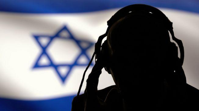 NSO, perusahaan senjata siber asal Israel, diperiska Mossad karena dituding memata-matai pemimpin dunia, wartawan, dan aktivis menggunakan software Pegasus. Foto: Ilustrasi agen dinas rahasia Israel, Mossad. [Shutterstock]
