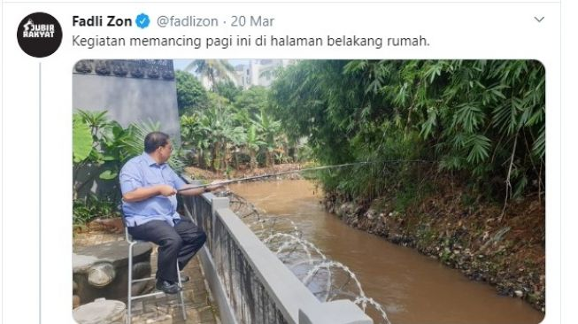 Foto Fadli Zon Memancing (Twitter/FadliZon)