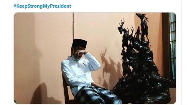 Foto Jokowi mengusap mata (twitter.com/hashtag/KeepStrongMyPresiden)