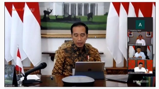 Presiden Jokowi ketika menggelar Ratas Laporan Gugus Tugas Covid-19, 30 Maret 2020. (YouTube/Sekretariat Presiden)