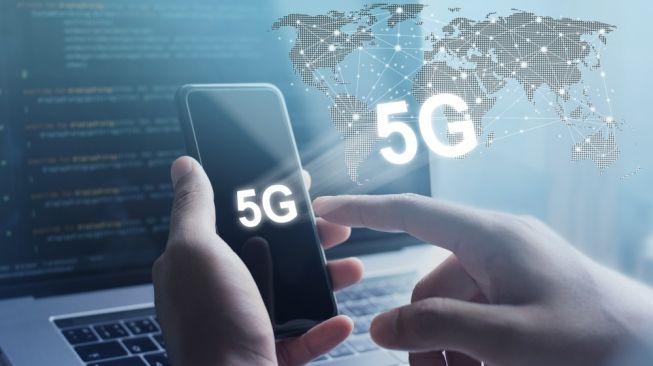 Ilustrasi ponsel 5G. [Shutterstock]