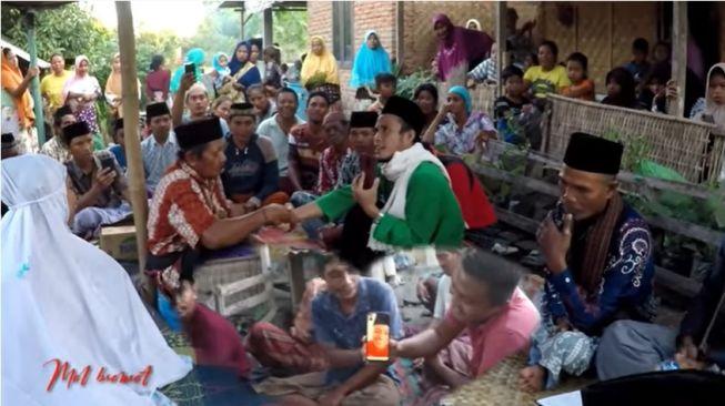 Viral Pernikahan Online Malaysia-Lombok, Akad Nikah Lewat Video Call (Screenshot YouTube Mol bromot)