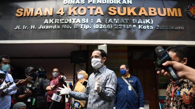 Mendikbud Nadiem Makarim saat mengunjungi SMA 4 Kota Sukabumi. [Dok. Kemendikbud]
