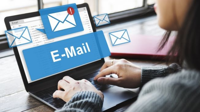 Ilustrasi email. [Shutterstock]