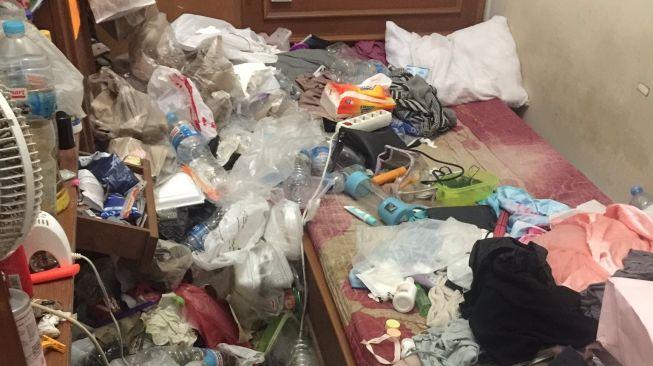 Kamar kos penuh sampah menggunung (Twitter).