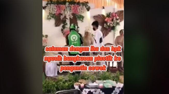 Driver ojol antar pesanan ke pengantin yang sedang resepsi (tiktok.com/@k4dh4le_z0b085)