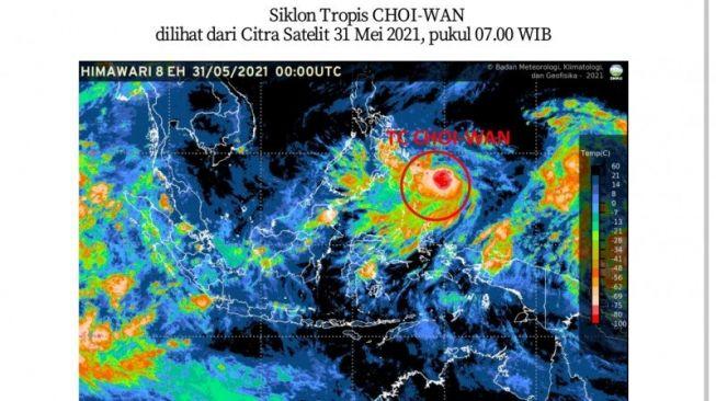 Siklon Tropis Choi-Wan bergerak di utara Papua dan memicu cuaca buruk di Indonesia. [Suara.com/BMKG]