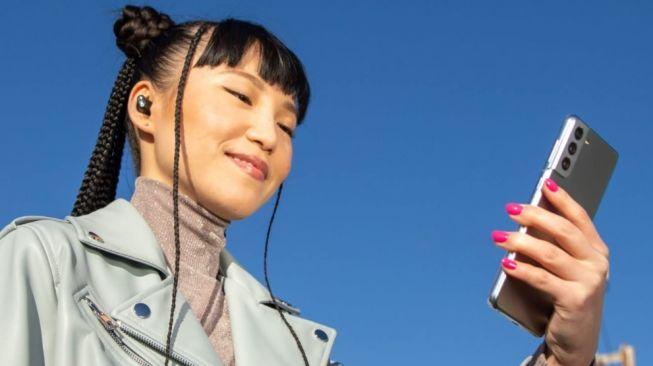 Iklan Apple Beats, tampil Samsung Galaxy S21. [Amazon]