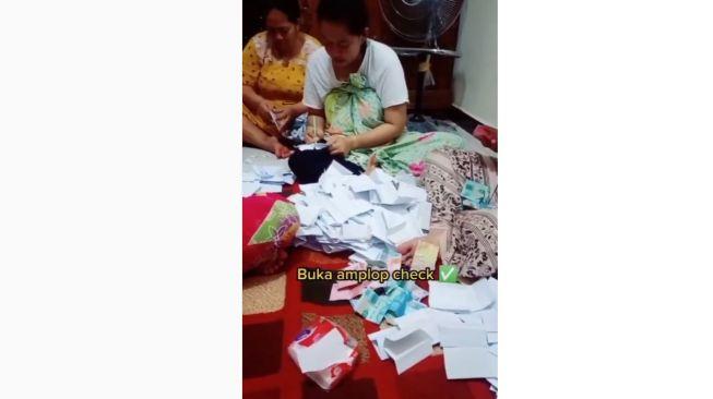 Viral Rekaman Ibu-ibu Buka Amplop Hajatan (Instagram)