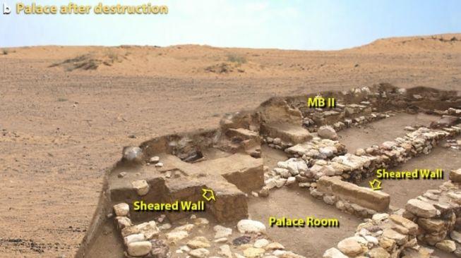 Kehancuran istana di Tall el-Hammam. [Nature]