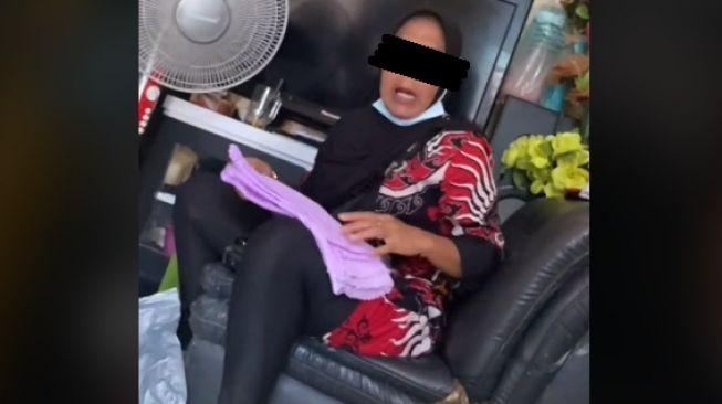 Emak-emak ngamuk kena tipu saat belanja online (tiktok)