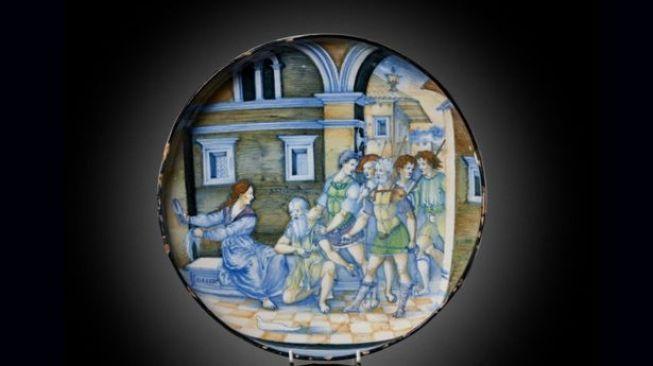 Piring dari abad ke-16. [Mirror]