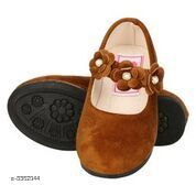 Bellies & Ballerinas Trendy Kid's Bellies  *Material* Upper Material-Patent                           Sole TPR  *Size* Age Group(3 - 3.5 Years) - UK/IND - 8C, Length - 16.5 cm  *Description* It Has 1 Pair Of Kid's Bellie  *Sizes Available* 5-5.5 Years, 3, 3.5   Supplier Rating: ★3 (6) SKU: IABUVFBM0221 Shipping charges: Rs1 (Non-refundable) Pkt. Weight Range: 200  Catalog Name: Stylish Trendy Kid's Bellies Vol 1 - IAdda Code: 865-3362044-999-426