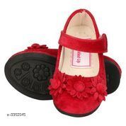 Bellies & Ballerinas Trendy Kid's Bellies  *Material* Upper Material-Patent                           Sole TPR  *Size* Age Group(1 Years) - UK/IND - 3.5C, Length - 13 cm Age Group( 1.5 Years) - UK/IND - 4C, Length - 13.5 cm  *Description* It Has 1 Pair Of Kid's Bellie  *Sizes Available* 5-5.5 Years, 1, 1.5   Supplier Rating: ★3 (6) SKU: IABUVFBR0220 Shipping charges: Rs1 (Non-refundable) Pkt. Weight Range: 200  Catalog Name: Stylish Trendy Kid's Bellies Vol 1 - IAdda Code: 865-3362045-999-426